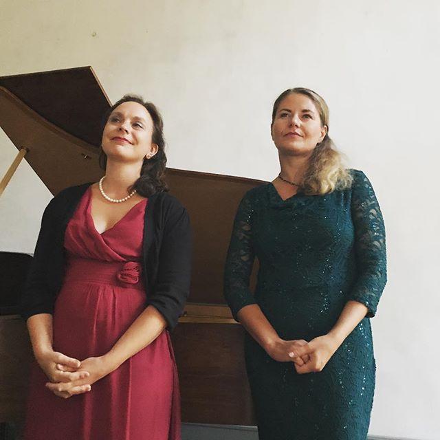 So sehen brave Mädchen aus, die ziemlich gut singen können. #tagdesoffenendenkmals2017 #thankyouforthemusic #liederabend #händel #purcell #rachmaninoff #gustavmahler #johannesbrahms #heinekomm