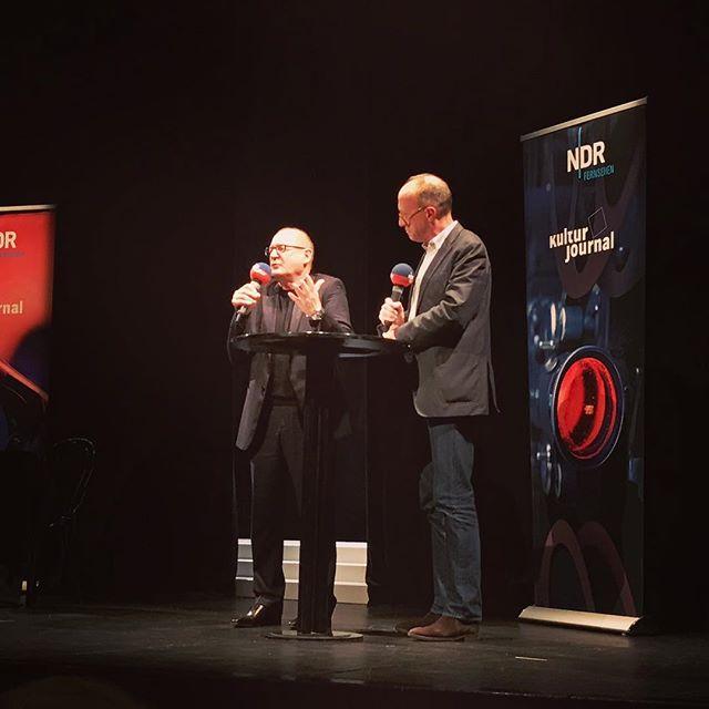 Burghart Klaußner on Stage #burghartklaussner #vordemanfang #bookstagram #dernordenliest2018 #ndrkulturjournal #ndrkultur #theaterlübeck #heinekomm