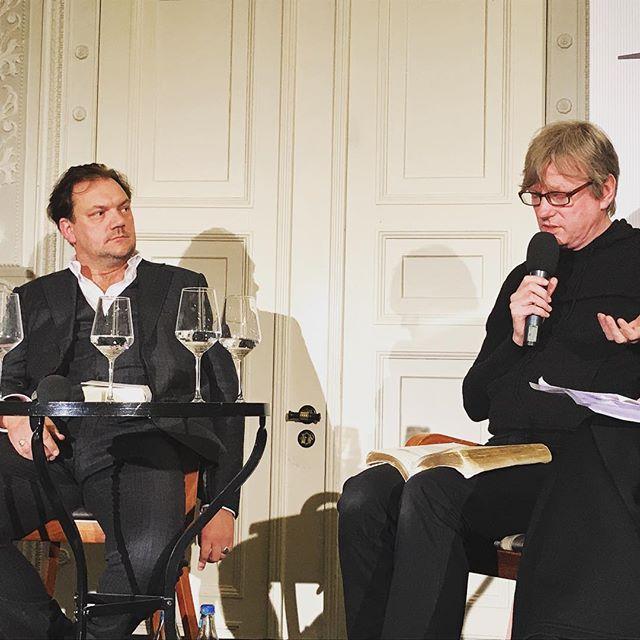 Schöne Neue Welt - Kultur Salon im Jenisch Haus #charlyhübner #michelfaber #jenischhaus #reformationstag2018 #reformationstag #zwischen0und1 #heinekomm
