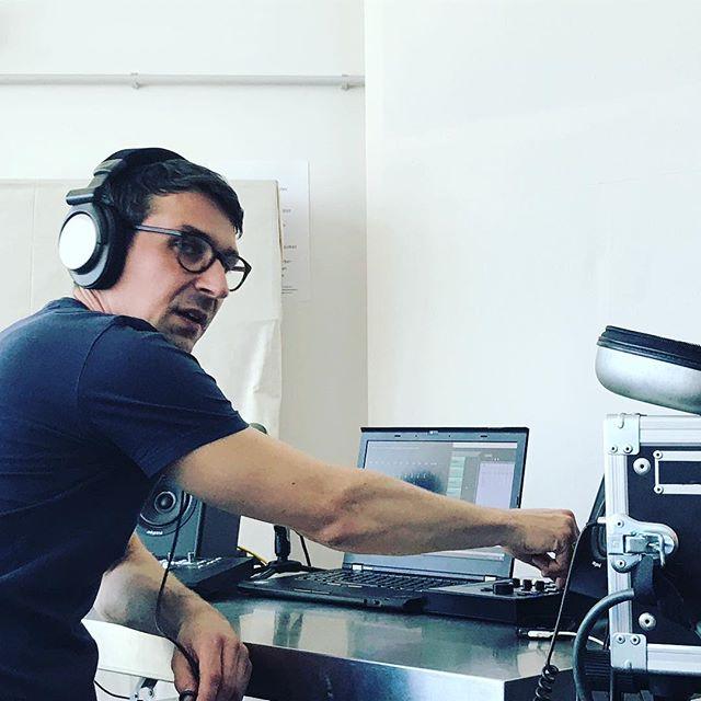 Tonmeister Manuel Glowczewski im Einsatz #michaeltheede #udojürgens #steinwayd #klangmanufaktur #grandpiano #pianosolo #compactdisc #audiophiles #heinekomm