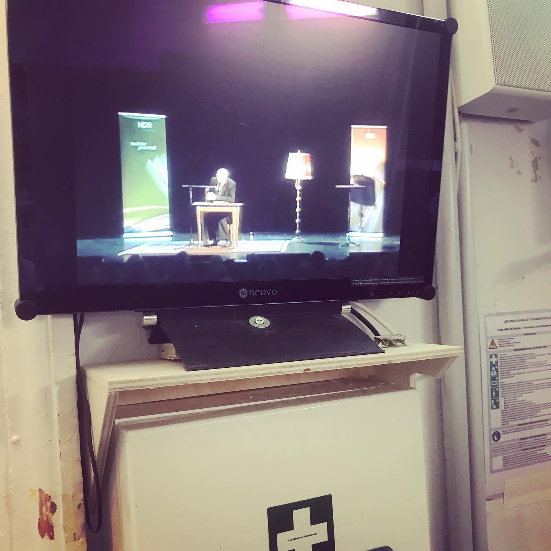 Backstage @schlosstheatercelle mit #ulrichtukur #heinekomm #dernordenliest2019