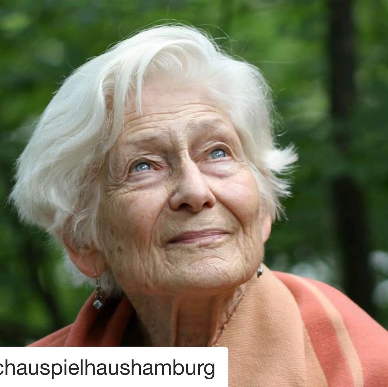 #Repost @schauspielhaushamburg with @get_repost ・・・ FAQ-Room Spezial ab heute in unserem
